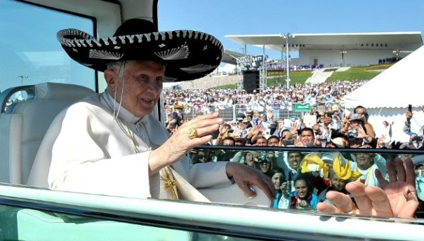 pope sighted in mexico sombrero wat lol catholic cathedral catholicism cunts lol